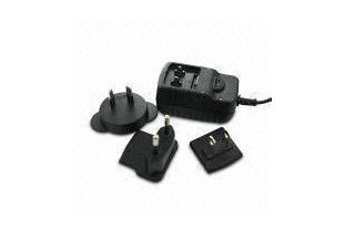 China Mini ESD EN60950 Travel Power Adapters With Interchangeable Plugs For Mobile Device factory